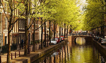 Amsterdam-canal-spring-time