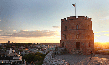 lithuania-vilnius-gediminas-tower-sunset